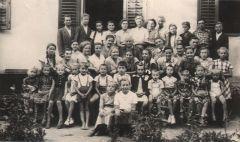 1958. döbröközi fiatalok és gyermekek