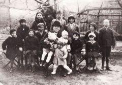 Hecker Henrik vasárnapi iskolásokkal (1936)