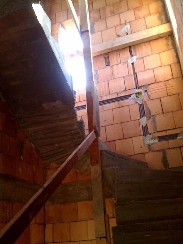 Az emeletre vezető lépcsősor