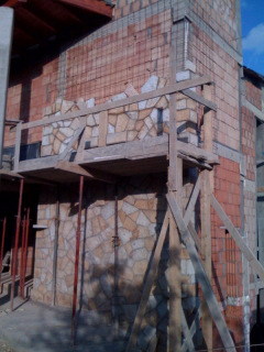 Folyamatban a torony külső burkolása