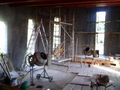 Jellegzetes belső tér, hosszú ablakokkal